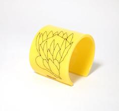 Cuff Stitched, gul Protea, 60 mm