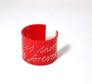 "Armband Stitched, röd ""Life is short love is forever"", 50 mm"
