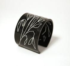 Cuff Stitched, black Leaves 50 mm
