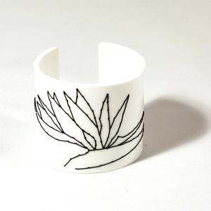 Cuff Stitched, white Strelitzia, 60 mm