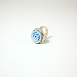 Ring in silver with blue rose