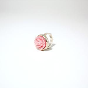 Ring i silver med rosa ros