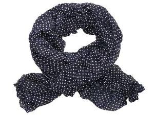 Krinklad scarves med prickar