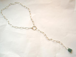 Long neckless with green apatit