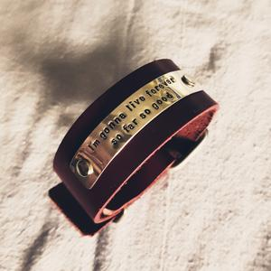 Bloodred leather bracelet with silvertag