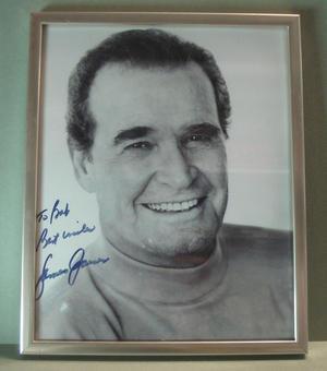 JAMES GARNER (Rockford) Signerat foto i ram