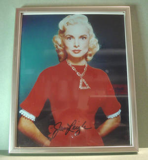 JANET LEIGH (Psycho m.m.) Signerat foto i ram