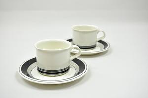 Kaffekoppar och underfat  2 st, Faenza, Svartrand, PW (SÅLD)