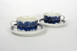 Teekupit ja alusvadit 2 kpl, Anemone, käsinmaalattu, UP(MYYTY)