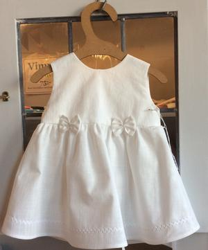 Babyklänning med rosetter