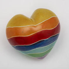 Regnbågshjärta i sten