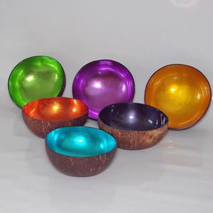 Häftiga, färggranna skålar av kokosnötsskal