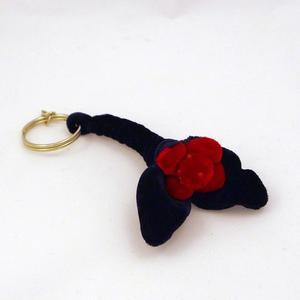 Nyckelring tyg, svart blomma