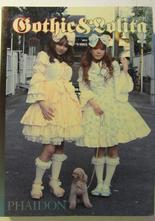 Gothic & Lolita Tokyo Street Fashion Engelsk text