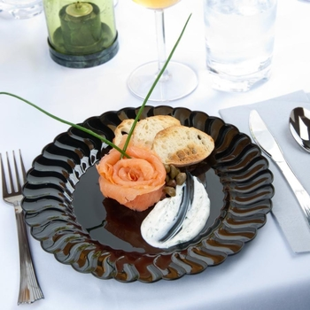 Disposable round plate.  Black. 18 pieces.