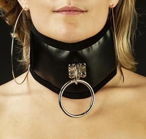 Svart halsband med O-ring