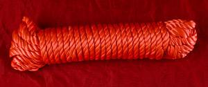 Rött silkesrep  för bondage.