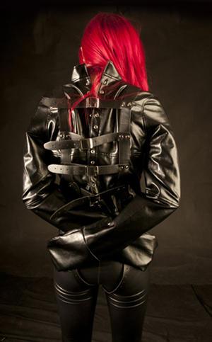 Tvångströja i mjukt svart PU läder