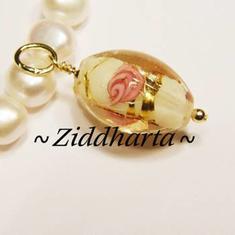 1st Charms / Färdigt smycke / Hänge: GoldenStripes - Nätt, Ovalt Hänge - ca 28x11mm