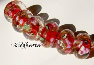 Glaspärla LW rondell: Röd m Rosor & Guldsand