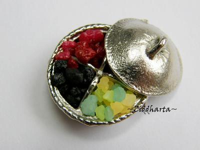 Dockskåp, miniatyrer: 5gram Lakrits, plommon eller träkol