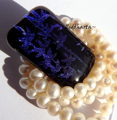 108 Dichroic Cabochon ca35x20mm: Lilac Leafs