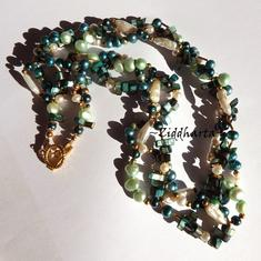 L3:98 Dark EMERALD 3-strand VIVID Necklace: Freshwaterpearls & Mother of Pearl Multi-strands - SMARAGD  Lindbloms gröna Vita sötvattens pärl-stavar Halsband