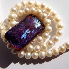 66 Dichroic Cabochon ca28x17mm: Lilac & Kornblå Trollsländor