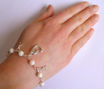 L1:37nn Hearts BRACELET White Shell Beads Bracelet Chainmail Bracelet Heart Bracelet MOP Mother of Pearls Bracelet - Handmade Jewelry by Ziddharta
