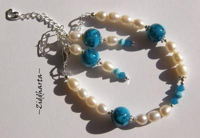 SÅLD! L4:123 - TURKOS Caribbean Blue - Vita sötvattenspärlor Swarovski kristaller SET: Halsband, armband & örhängen - handgjort av Ziddharta