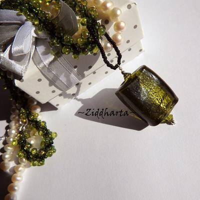 L4:126 OLIVINE Rectangular: SilverFoil LampWork Pendant Helix DNA-rope Necklace / Halsband - Handmade by Ziddharta