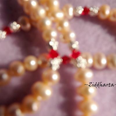 "L1:08 OOAK Vackert halsband med LampWork-hänge FireFlamedStriped och mjukt persikofärgade sötvattenspärlor - Necklace /halsband ""Flame Striped Pendant"" w Peach Freshwaterpearl and Swarovski Crystals - Handmade Jewelry and Beadings by Ziddharta"