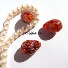 Millefiori glaspärla: Hänge - Röd Droppe - halvborrad #02
