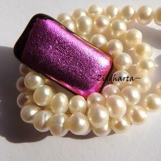 54 Dichroic Cabochon ca25x15mm: Metallic Pink