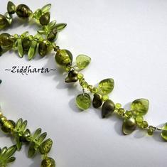 L2:45 OOAK Halsband: Green Lampwork & Leafs - handgjort av Ziddharta i Sverige - Unika och personliga smycken