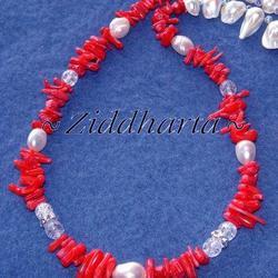 L5:168 - BloodyMary - Vita Sötvattenspärlor Röd Korall (Cupolini) Halvädelsten Glaspärlor: Necklace / Halsband - handmade by Ziddharta