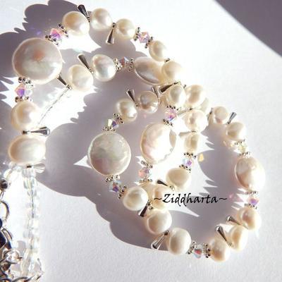 L1:18 OOAK Bröllop, Brud: Halsband med Vita Coin Sötvattenspärlor och Swarovski Crystals AB - Necklace & Earrings - Halsband & örhängen - Wedding White Freshwater Pearls Coins w Swarovski Crystals - Handmade Jewelry and Beadings by Ziddharta
