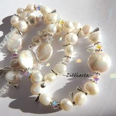 L1:18 OOAK Bröllop, Brud: Halsband med Vita Coin Sötvattenspärlor och Swarovski Crystals AB - Necklace & Earrings - Halsband & örhängen - Wedding White Freshwater Pearls Coins w Swarovski Crystals - Handmade Jewelry and Beadings by Ziddharta