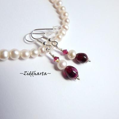 L2:62nn FUCHSIA Earrings /Örhängen - White Freshwater Pearls Swarovski Crystals tillverkade för hand i Sverige