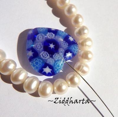 Millefiori glaspärla: Hänge - Blått Hjärta - Halvborrad #30