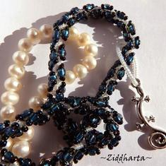 L4:122 - MONTANA Blue LEPPARD - Blått Halsband / Necklace Leopardfläckig DNA Helix med Ödla som hänge - Lizard Pendant: Symbol of Change - Two necklaces in One