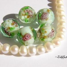 LampWork Runda 10-12mm - AquaGreen NEON-dots guldsand