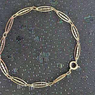 Armband i 18 karat guld.Design: Fantasi.Tillverkad på -70talet