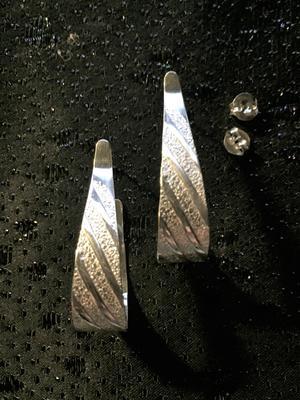 Örhängen i äkta silver   Stämplade med svenska stämplar,925 sterling silver.  Storlek: 40mm långa, 10mm
