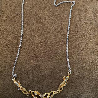 Halsband i äkta silver samt rodinerat med rödguld-vitguld och markasiter.
