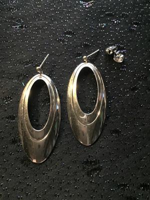 örhängen i äkta silver   Stämplade med svenska stämplar,925 sterling silver.  Storlek: 50mm långa, 23mm
