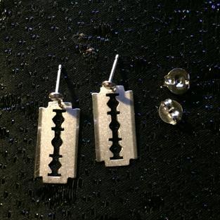 Örhängen i äkta silver .RakbladStämplade med svenska stämplar,925 sterling silver.