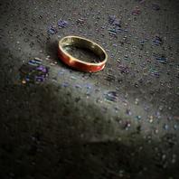 Ring i äkta silver med randigt mönster  Sterling silver.  Tydliga svenska stämplar. Kattfot och S.  Storlek: 18 mm