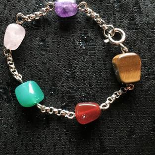 Armband i äkta silver med äkta halv ädelstenar och pärlor.-50talet