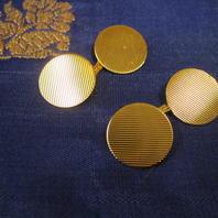Manschettknappar i 18 K guld .Runda med räfflat mönster.l